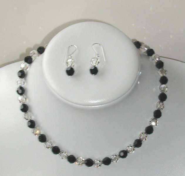 Dress Your Best Lilith-black-necklace